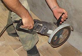 Омская резня электропилой: мужчина нечаянно попал инструментом себе в пах