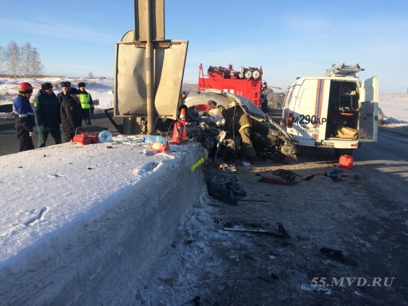 На трассе в Омске, где погибла мать с двумя детьми, не убирали снег