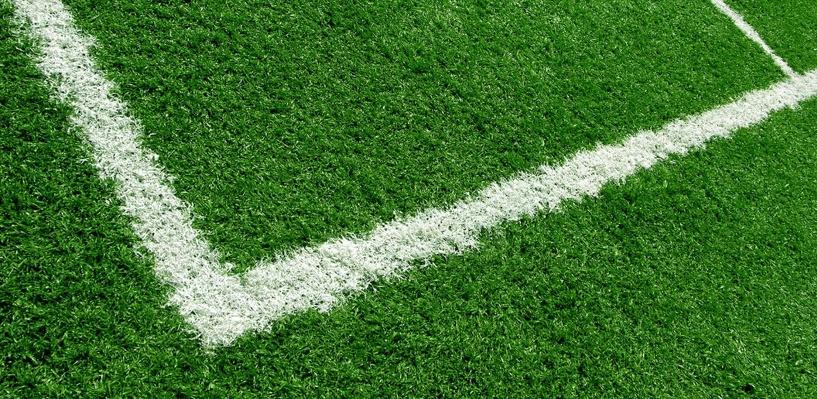 На главной футбольной арене Омска заменят газон