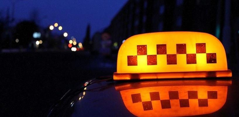 В Омске на таксиста напали из-за просьбы сделать предоплату в 75 рублей