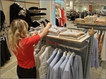 Омич в «пакете-невидимке» украл из «Меги» две куртки