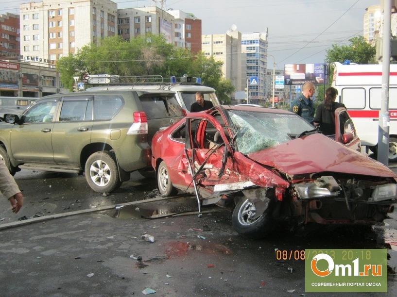 Автоавария на Кемеровской: при столкновении иномарок пострадал 22-летний омич