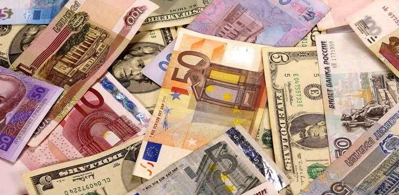 Курс валют: торги в пятницу проходят без потрясений