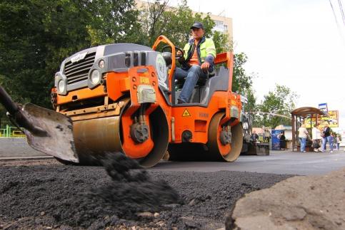 На улице Андрианова в Омске асфальт будет сам себя ремонтировать