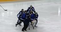 Хоккеист «Югры» получил удар коньком по горлу во время матча