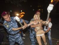 Девушки из Femen устроили Лукашенко бурную ночку в Киеве