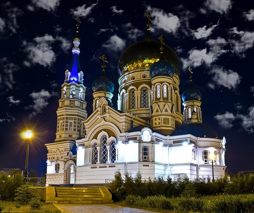 Мужчина взломал омский Успенский собор, чтобы помолиться