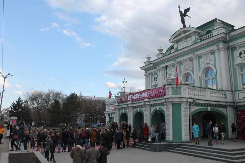На закрытие «Движения» в Омск приехали Виктория Толстоганова, Анна Цуканова и Андрей Бурковский