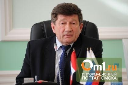 Мэр Омска выступил против платных парковок