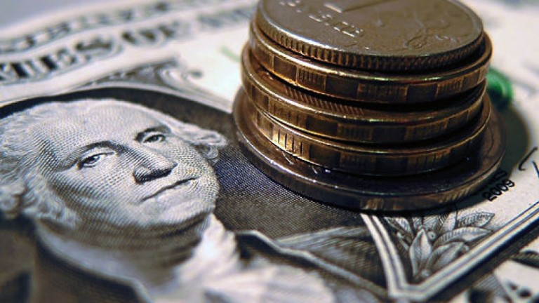 Курс валют: после укрепления рубль снова упал по отношению к евро и доллару