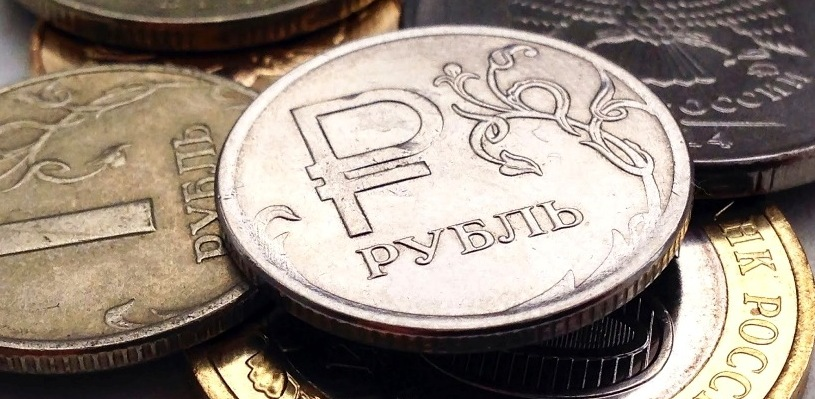 Курс валют: рубль незначительно меняется по отношению к доллару и евро