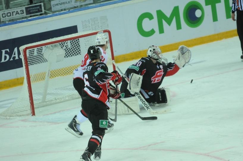 Омский «Авангард» выиграл первый выездной матч сезона