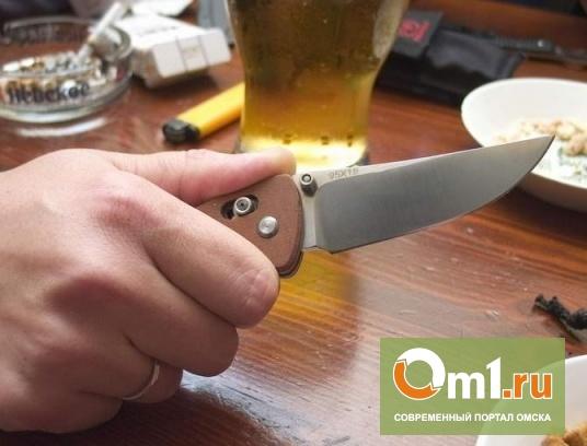 Пьяные омичи устроили дебош с ножом и обвинили полицию