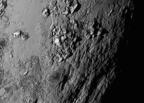Молодые горы и кратеры: фото Плутона и его спутников дошли до Земли