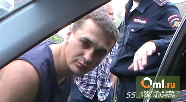 Пьяный омич устроил шоу перед видеорегистратором полицейских (ВИДЕО)
