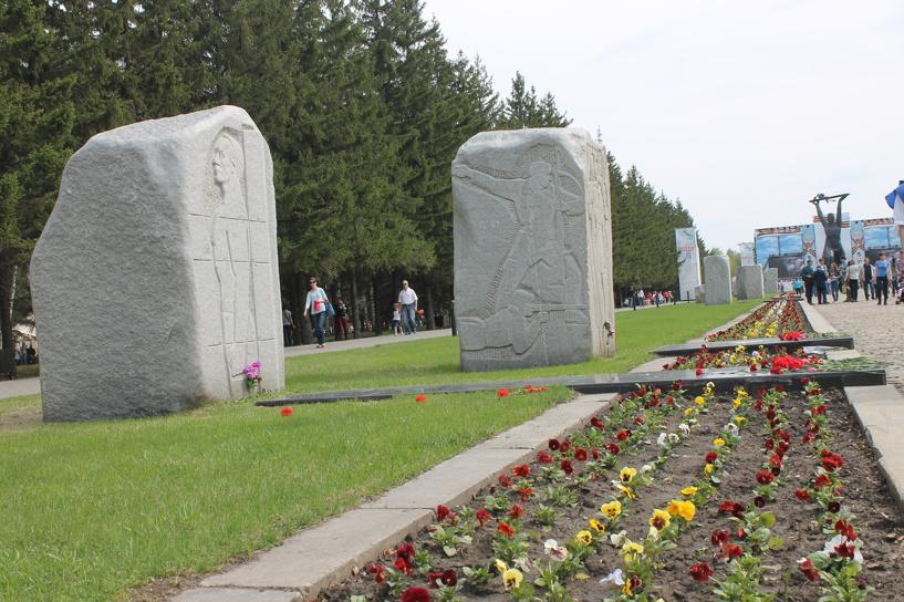 В Омске в парке 30-летия Победы нашли восемь незаконных свалок