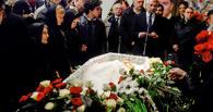 На церемонию прощания с Немцовым пришли его соратники, политики и журналисты