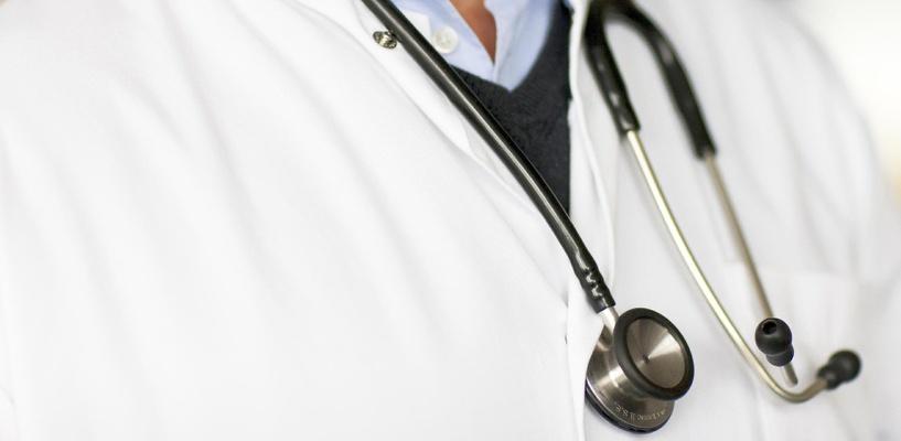 Омскому гинекологу, бравшему деньги за бесплатные услуги, дали 2 года условно