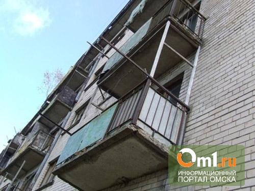 В Омске пьяный мужчина упал с 5 этажа и выжил