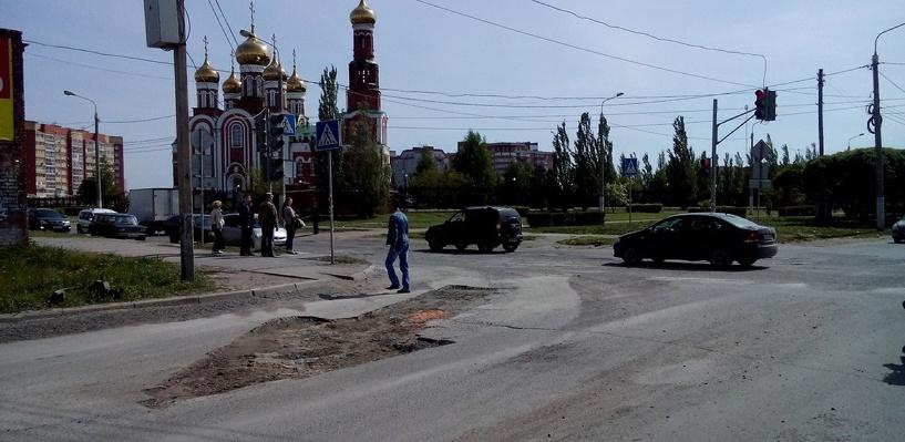 В Омске даже разметку на дороге стали делать из ям