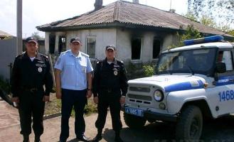 Омские полицейские спасли из огня пожилую женщину