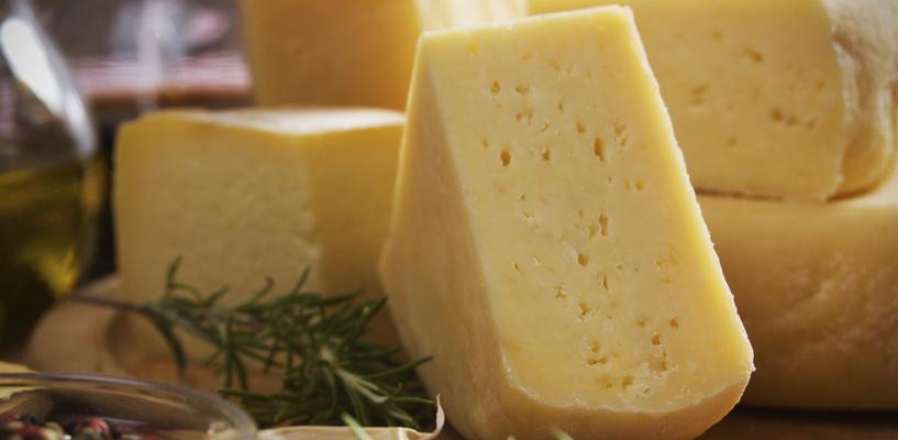 В Омске сожгли три тонны «Российского» сыра