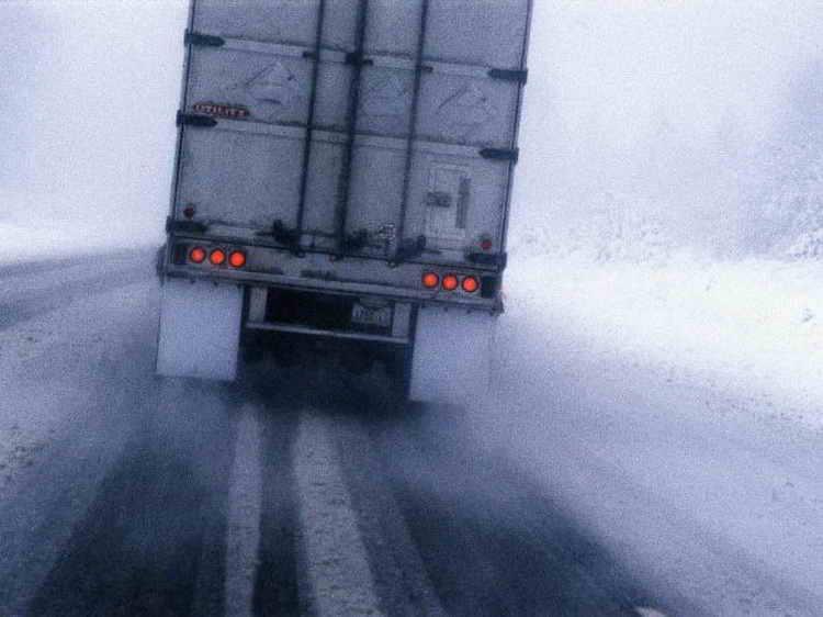 На трассе Омск – Тюмень чуть не замерзли два дальнобойщика