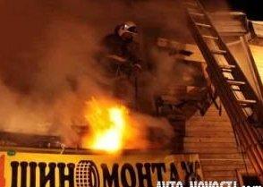 В Омске горел автосервис и СТО на 1-й Путевой
