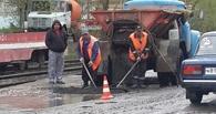 В Омске снова под дождем ремонтировали дорогу на Лермонтова
