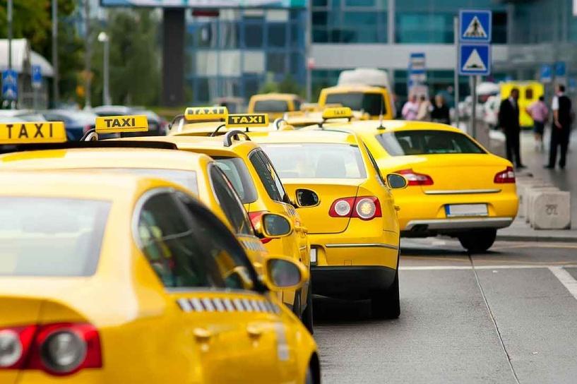 В Омске грабитель-наркоман пытался скрыться от полиции на двух такси