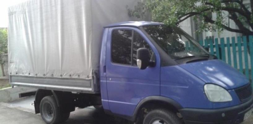 В Омске грабитель вытащил из машины магнитолу, но оставил свой паспорт