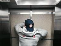 Олимпийский казус: бобслеист из США застрял в лифте сочинской гостиницы