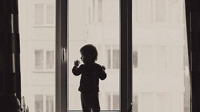 Омич, который выбросил сына в окно, уверяет, что спасал его