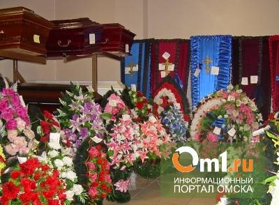 Омские приставы за долги чуть не арестовали венки и надгробия