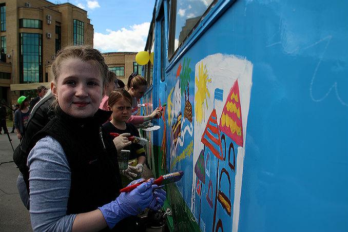 1 сентября омичи смогут раскрасить троллейбус