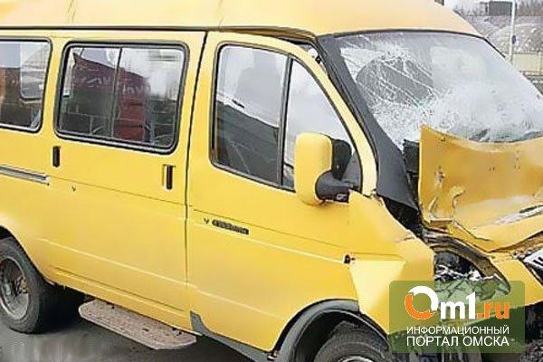 В Омске маршрутка столкнулась с трамваем: есть пострадавшие