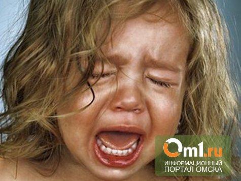 Дебошира из Омской области, топившего дочь в тазу, лишат родительских прав