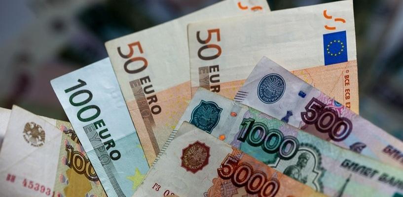 Курс валют: евро подорожал сразу на рубль