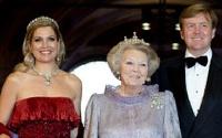 Королева Нидерландов отреклась от престола и стала принцессой