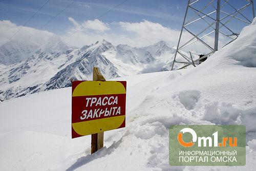 Из-за урагана в Омской области вновь закрыли трассу в Казахстан