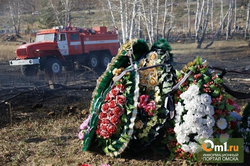 На Омском кладбище сгорел киоск с ритуальными товарами