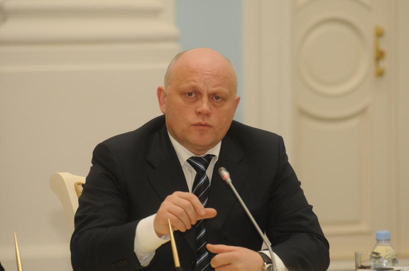 Виктор Назаров вручил инспекторам современные снегоходы