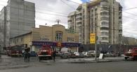 Пожарные эвакуировали 25 человек из горящей «Сибириады» в Омске (фото)