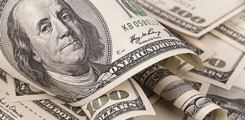 Курс валют: стоимость доллара на бирже упала ниже 74 рублей
