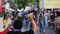 В Таиланде оппозиция штурмует дом правительства, полиция применяет газ
