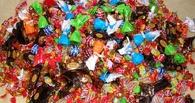 В омском магазине на прилавке с конфетами нашли таракана (видео)