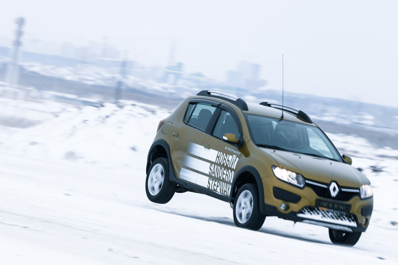 20 тысяч сверху: новые Renault Logan и Sandero получили автомат и робот