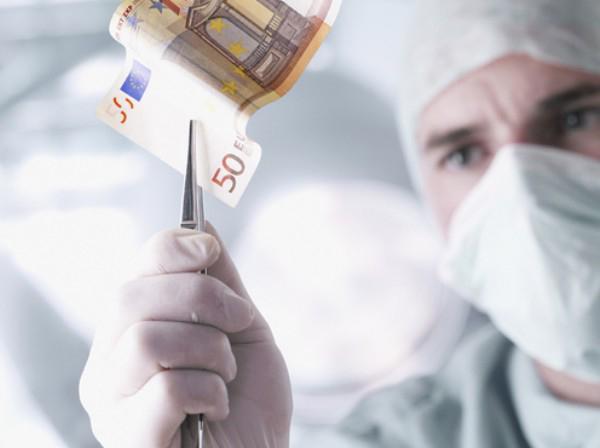 В Омской области врач рискует сесть на шесть лет за платные операции
