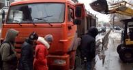 Возмущенные омичи: в центре города снегоуборочная машина загородила пешеходный переход (фото)