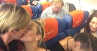 Питерские лесбиянки устроили фотосессию на фоне гомофоба всея Руси Виталия Милонова